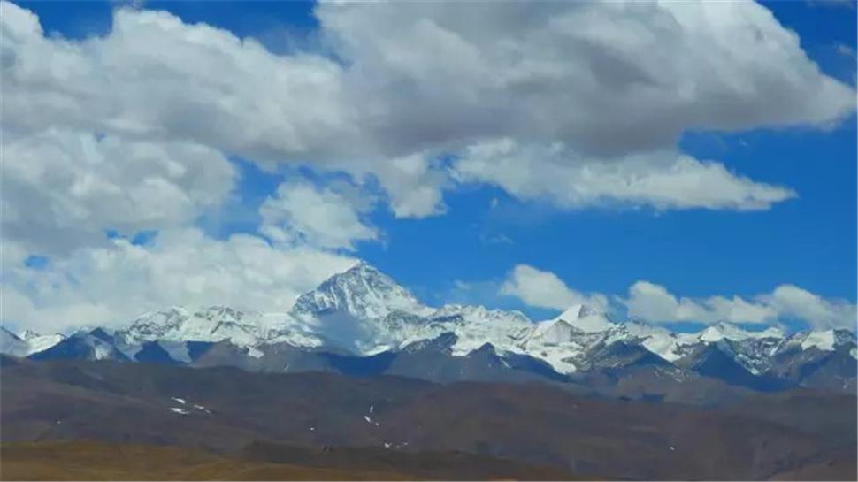 珠穆朗玛峰山脉.jpg