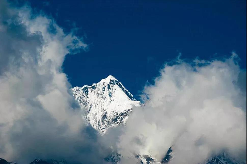 《途中雪山》 任瑞来 摄 拷贝.jpg