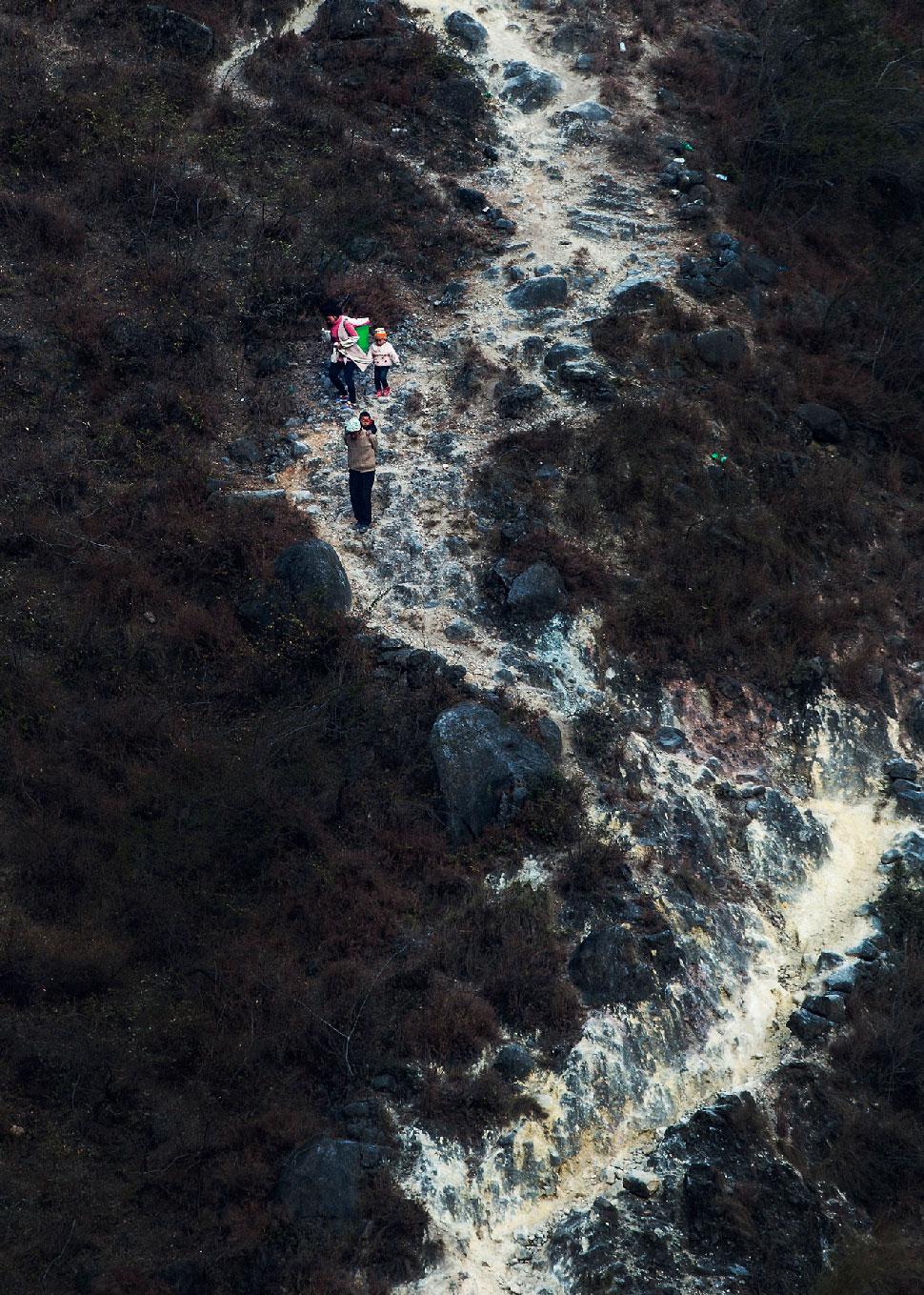 《山路弯弯》悬崖村下------许清泉.jpg