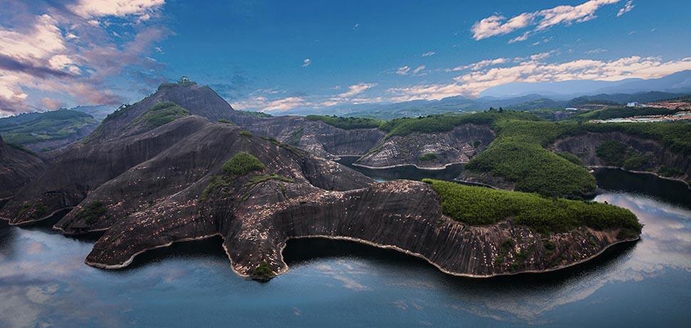 《巨蜥湖》  许清泉 摄.jpg